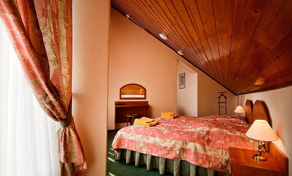 Apartament 2 pokojowy - sypialnia - Sanatorium Uzdrowiskowe Róża